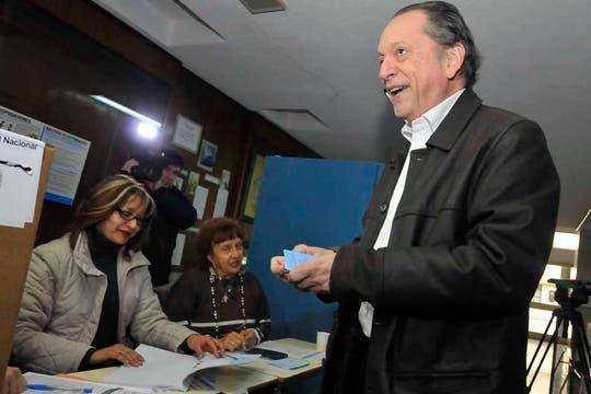 Rodolfo Terragno votó en el Colegio Sagrado Corazón de Jesús de Palermo. Foto: Prensa Terragno