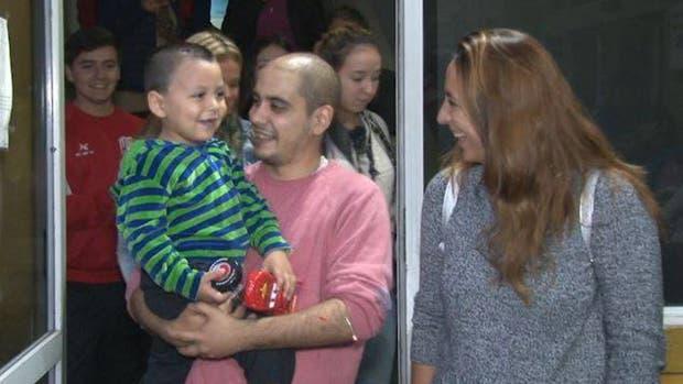 Luego de pasar 19 días internado, Martín salió sonriendo de la terapia intensiva