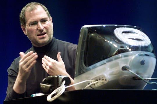 En su regreso a la compañía, el primer impacto en la industria lo inició con el lanzamiento de la iMac. Foto: Reuters