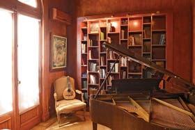 Mmúsica en el aire. Un piano, una mandolina y algunos libros