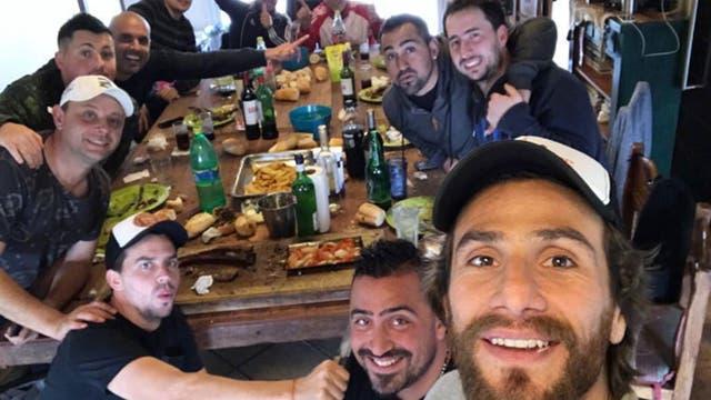 Ponzio, con sus amigos durante las vacaciones