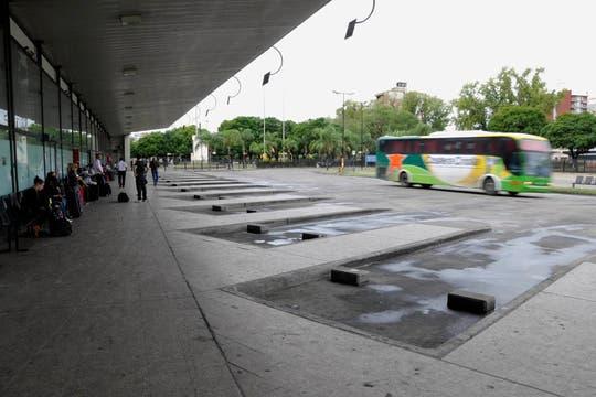 La terminal de Rosario  sin movimiento producto del paro de micros. Foto: LA NACION / Marcelo Manera