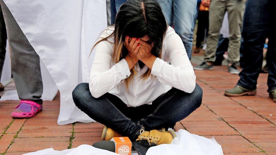 Quiene consideraron la derrota no pudieron contener la tristeza. Foto: EFE / Leonardo Muñoz