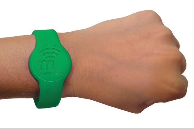 Además de las etiquetas autoadhesivas, la modalidad TAG de Monedero tendrá diversos formatos, tales como llaveros y pulseras para realizar pagos por aproximación