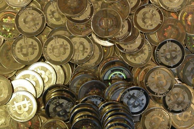 Una representación física de Bitcoin, la moneda digital de moda