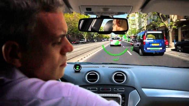 Los sensores de la firma israelí Mobileye pueden ser instalados en vehículos que no cuentan con sistemas de alerta preventivo de colisiones