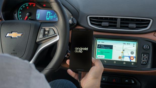 Una vista de Android Auto con Waze dentro del Chevrolet Onix, uno de los vehículos que tendrá disponible el servicio de cartografía digital