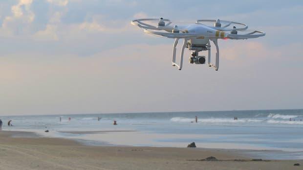 El plan de los investigadores propone usar drones para detectar la explosión de microalgas tóxicas que se llama marea roja