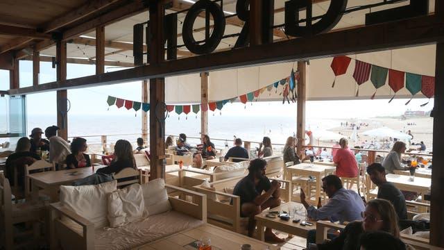 En Manantiales, Selenza Club de Playa alberga un buen restaurante y una gran barra de tragos. Foto: Diego Lima