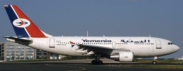 Un Airbus 310-300 de Yemen Airlines en el aeropuerto Charles De Gaulle de Paris