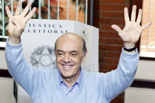 Jose Serra, del PSDB, después de votar en un centro de San Pablo. Foto: Reuters