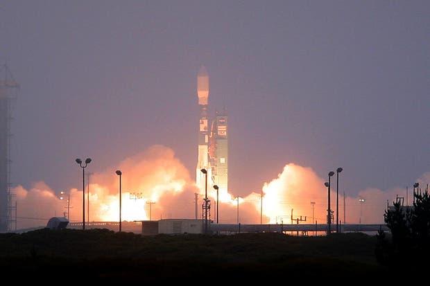 Lanzamiento del cohete espacial Delta II que transportará el satélite SAC-D / Aquarius