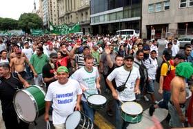 El pasado 8 de marzo, trabajadores de Camioneros marcharon al Ministerio de Trabajo; hoy comunicaron que podrían llevar adelante un paro nacional