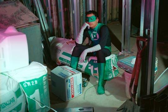 """Linterna verde, es Román Romero deTlapa Guerrero, trabaja como """"superintendente"""" y manda 800 dolares por mes. Foto: www.dulcepinzon.com"""