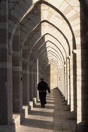 La basílica San Francesco, en Asís. El pensador italiano sostiene que la orden franciscana propone un modelo de pobreza que implica un regreso a la naturaleza previa a la caída