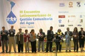 Representantes de Closas en la apertura del encuentro comunitario de acceso al agua, en Ecuador