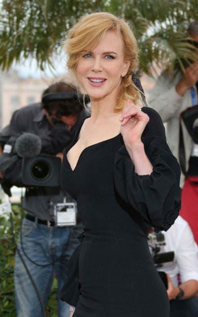Nicole Kidman, miembgro del jurado, impactó con un vestido negro, muy ajustado, con gran escote y manga larga. Foto: /EFE