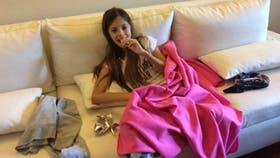 Juanita en su casa, en una foto que subió su mamá, Natalia, a su cuenta de Facebook