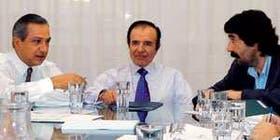 Romero, Menem y Melconian, durante la sesión de fotos organizada en las oficinas del empresario Francisco de Narváez