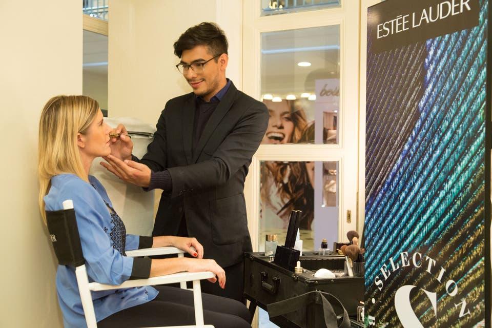 Las clientas pueden realizarse un Flash Makeups, el servicios express de maquillaje de la marca Estée Lauder.