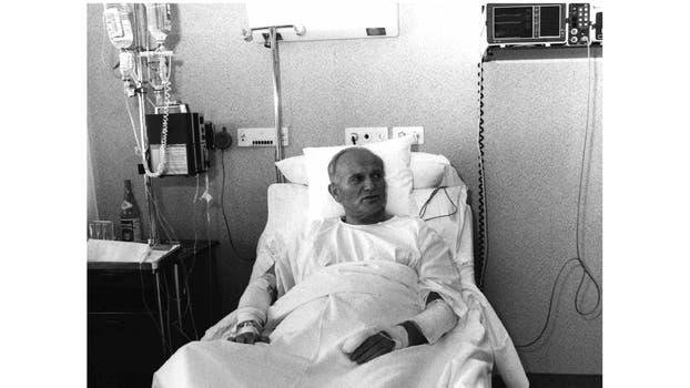El Papa Juan Pablo II se recupera en el Hospital Policlinico Agostino Gemelli de Roma, el 19 de mayo de 1981, 6 días después de que le dispararon. Foto: Archivo