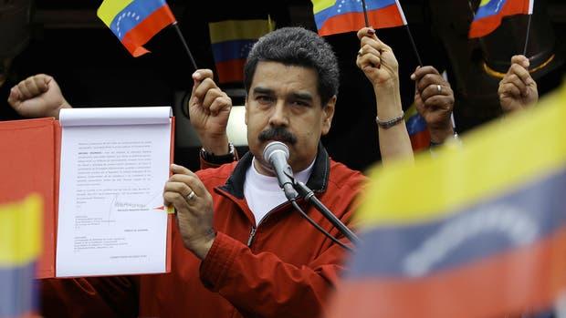 En Venezuela elegirán a sus gobernadores un año más tarde de lo indicado por ley