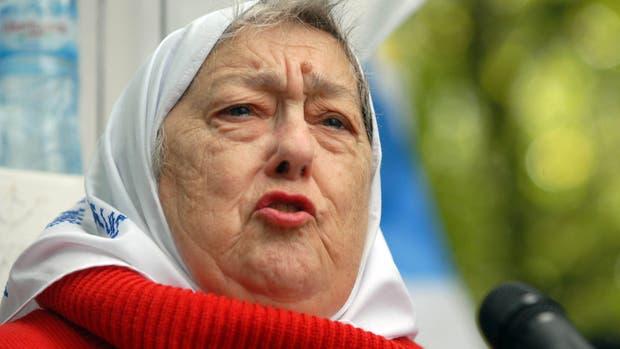 Declaran la quiebra de la Fundación de las Madres y la justicia prohibió a la presidenta del consejo de administración, Hebe de Bonafini, a salir del país
