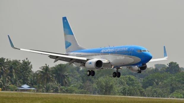 Un avión de Aerolíneas que iba a Trelew aterrizó en Bahía Blanca por problemas de salud de una pasajera