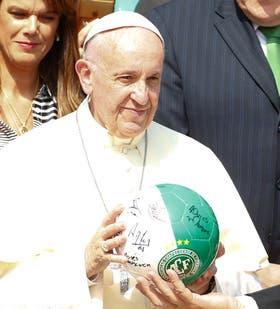 El Papa con la pelota de Chapecoense