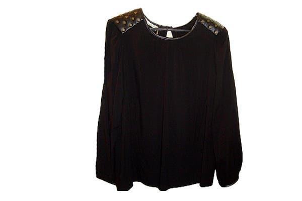 Sweater ($320). Foto: Foto retoque y producción: Ariela Bernater