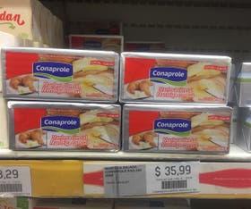 Manteca uruguaya en la góndola de un supermercado