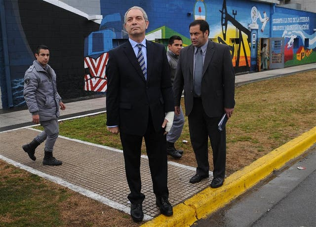 El ministro Alak y el jefe del Servicio Penitenciario, Víctor Hortel, en el centro de la polémica