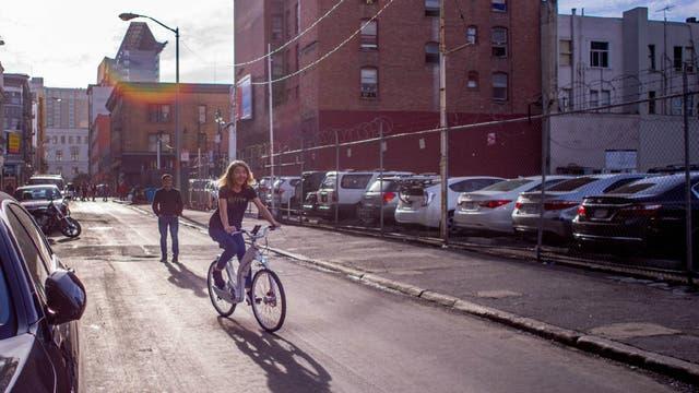 Gi FlyBike es una bicicleta con motor eléctrico capaz de doblarse en un segundo
