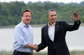 El primer ministro británico, David Cameron, recibe al presidente de los EE.UU., Barack Obama