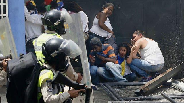 La ola de violencia desatada anteanoche en Caracas dejó 12 muertos