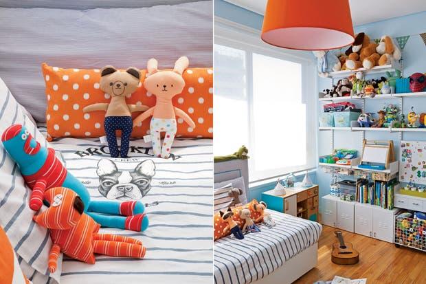 En la esquina, casa de madera (Jota Juguetes) y pizarra con ábaco '5 en 1' ($3.350, Gusanito Kids). Cubreedredón (H&M), almohadón naranja ($420, Qué Bonito) y muñecos de tela (desde $199, Koneko). Sobre la cocina (Jota Juguetes), alcancía 'Chanchómetro' ($230, Casa Viló) y veladores 'Circo' ($54.  /Magalí Saberian