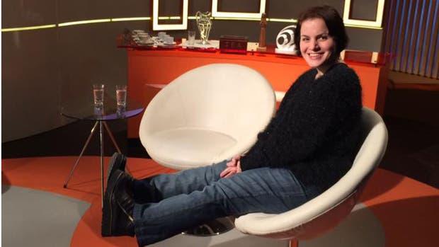 Analía en un estudio de televisión donde la entrevistaron para dar a conocer su trabajo en Ultreya