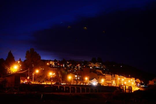 Lentamente la ciudad se fue cubriendo por un manto de ceniza. Foto: LA NACION / Alfredo Leiva