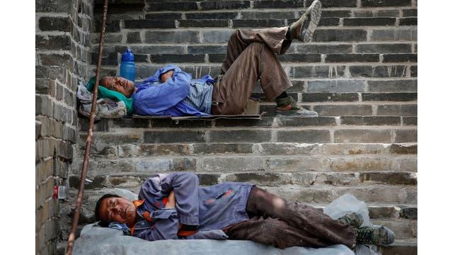 Obreros descansando después del trabajo