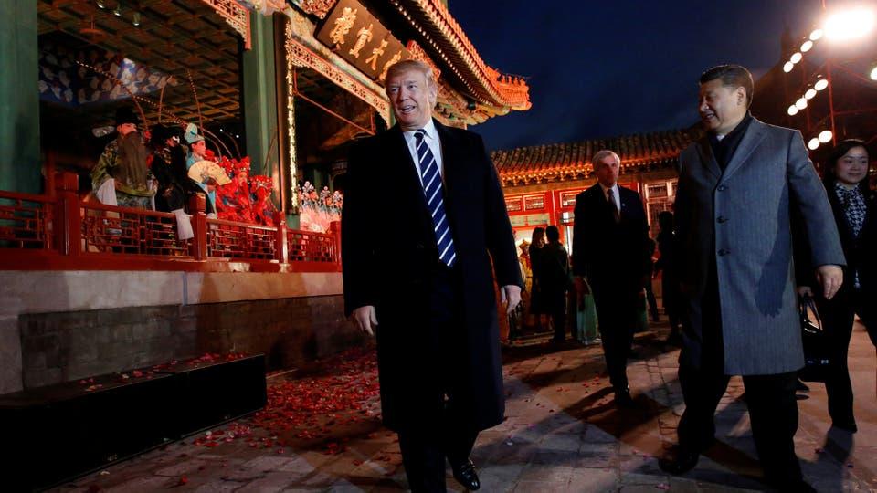 El presidente de EE. UU., Donald Trump, y el presidente de China, Xi Jinping, después de una actuación de ópera en la Ciudad Prohibida de Pekín.. Foto: Reuters / Jonathan Ernst