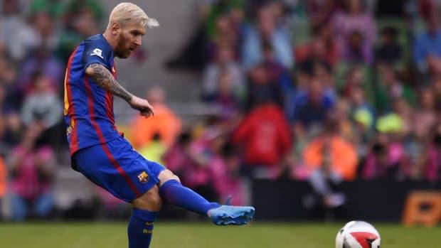 Lionel Messi que fue capitán y estrenó look