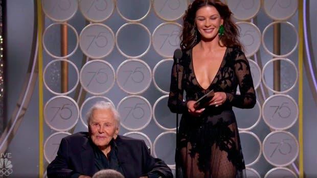 Mira que actor de 101 años, presentó un premio en Golden Globes