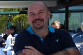 Diego Sarjanovic tiene 44 años y es padre de dos niños