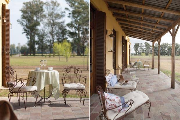 """Los silloncitos de hierro con almohadones de lino (Klas) son los tradicionales asientos de patio de pueblo que fueron reformados para configurar esta especie chaise longue gaucha"""".."""