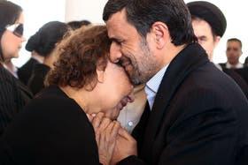 Críticos del presidente iraní reaccionaron a lo que ven como un comportamiento pecaminoso e impropio