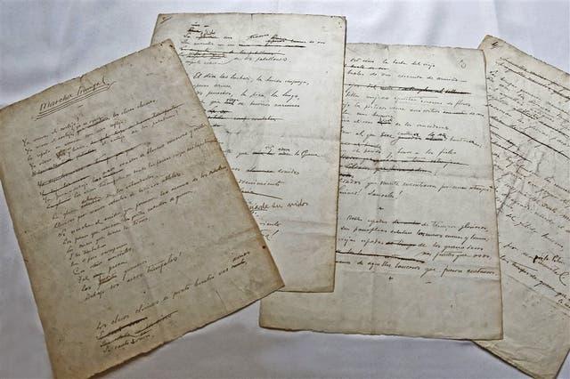Manuscrito del poema 'Marcha triunfal'