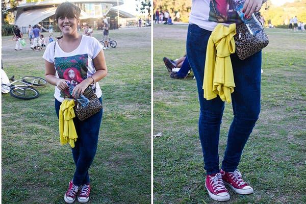 Remera, chupines oscuros y All Star, un clásico de los festivales. ¡Atenti al animal print! bien combinado siempre suma. Foto: Agustina Ferreri