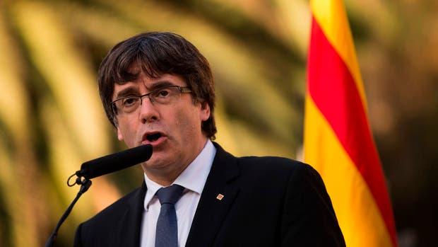 Carles Puigdemont escribió una carta a Mariano Rajoy y pidió dos meses de negociaciones