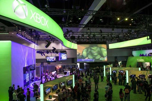 Una vista del stand de Microsoft en la feria E3 de videojuegos, en donde Sony también presentará más detalles de su consola PlayStation 4