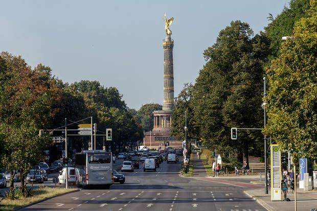 """La plataforma panorámica de la Columna de la Victoria (donde los ángeles de Wim Wenders desplegaban """"Las Alas del Deseo"""") ofrece vistas espectaculares.  Foto:Living /Daniel Karp"""